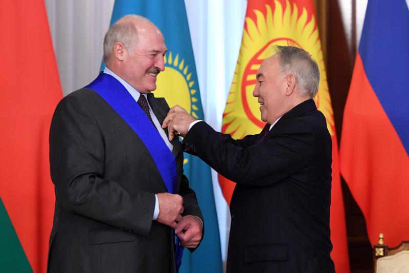 首任总统会见白俄罗斯总统卢卡申科
