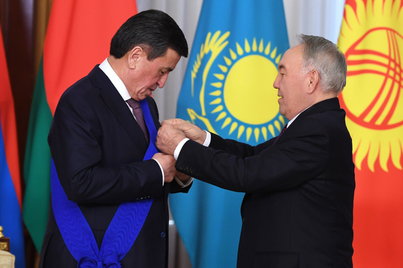 Nursultan Nazarbayev decorates Sooronbay Jeenbekov with Order