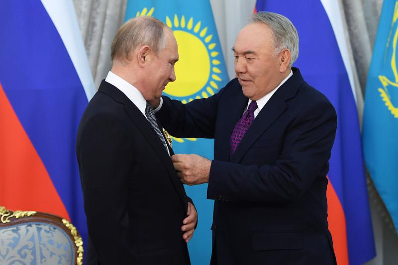 Nursultan Nazarbayev awards Order of Yelbasy to Vladimir Putin