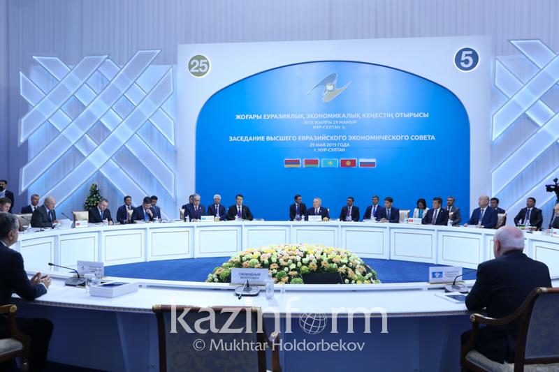 纳扎尔巴耶夫:应在欧亚经济联盟、欧盟和上合组织之间建立全面的经济合作
