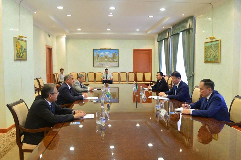 哈萨克斯坦驻乌兹别克斯坦大使会见乌最高议会立法院议长