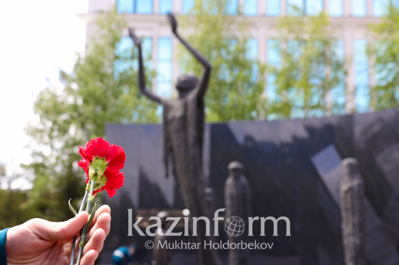 今天是政治迫害和大饥荒受害者纪念日