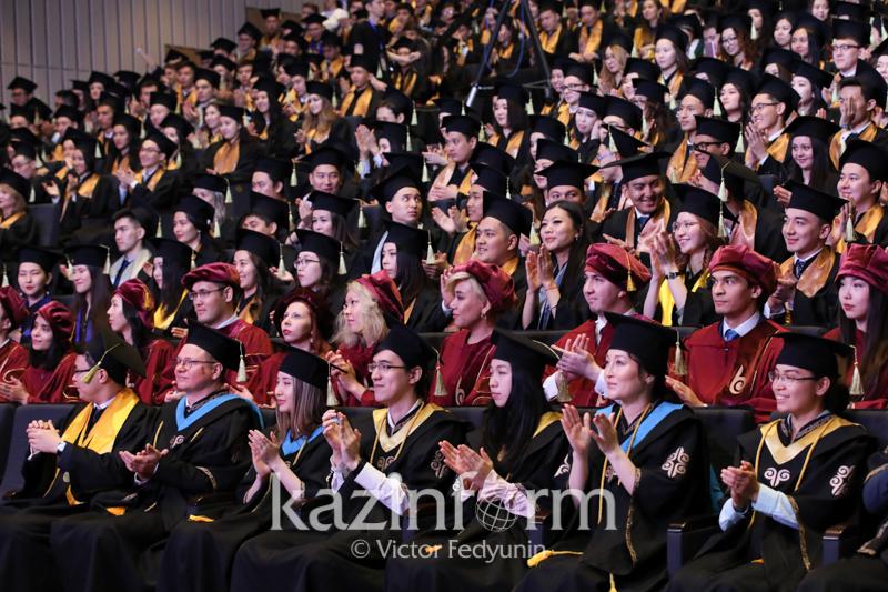 纳扎尔巴耶夫大学第五批学子毕业