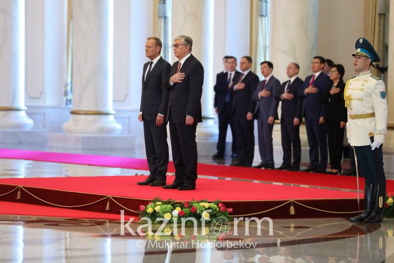 托卡耶夫总统会见欧洲理事会主席图斯克