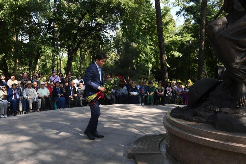 阿拉木图市民纪念政治迫害和大饥荒遇难者