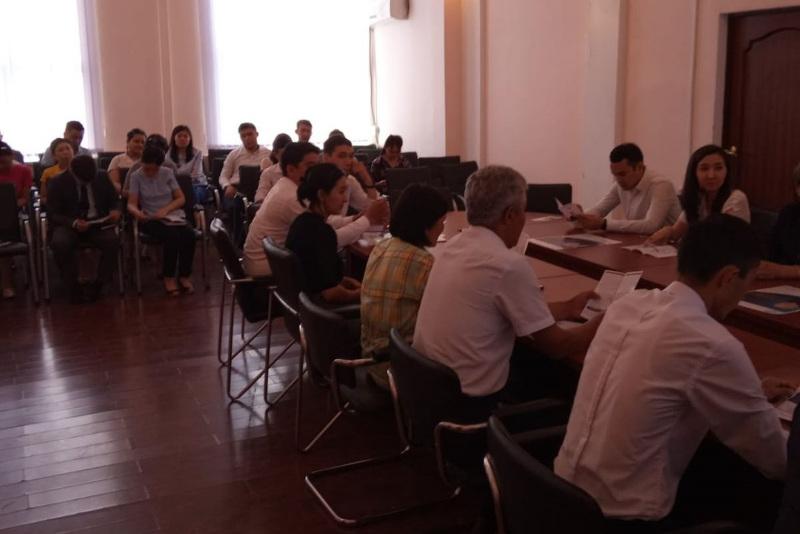 Presidential candidate Taspikhov meets residents of Atyrau