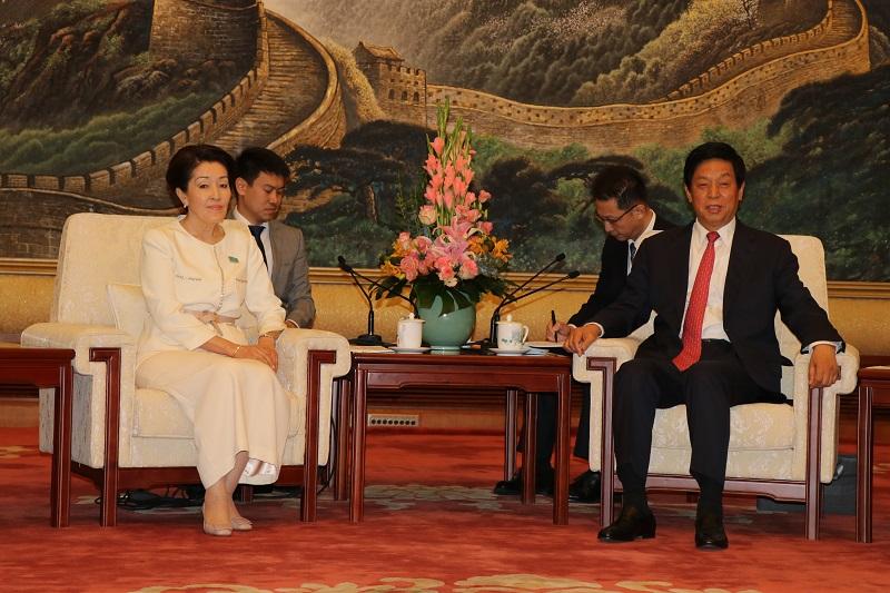 马吉利斯副议长伊希姆巴耶娃率团访问中国