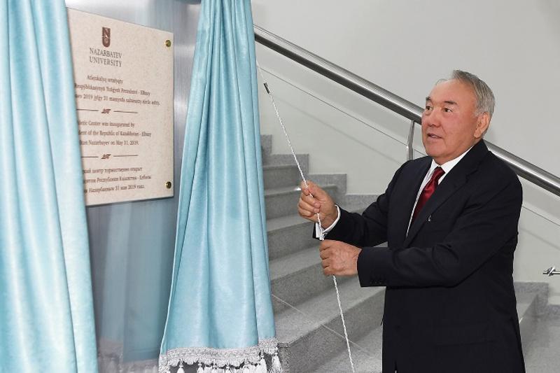 Нурсултан Назарбаев принял участие в открытии Атлетического центра