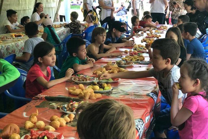 Праздник организовали детям военные в Алматы