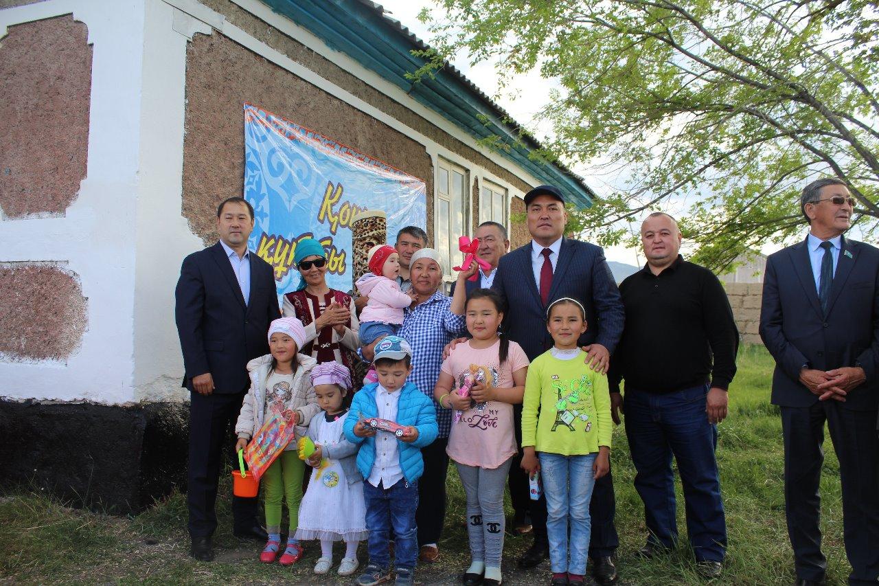 Алматы облысының Райымбек ауданында 18 отбасыға демеушілер үй сыйлады