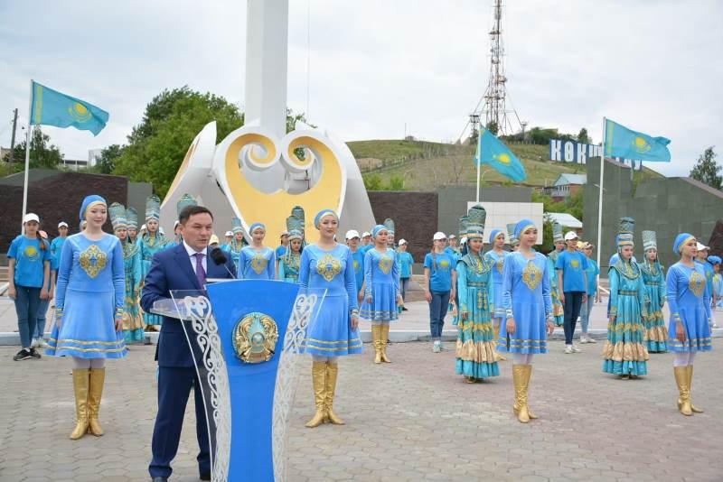 Мемлекеттік рәміздер күні: Көкшетаулықтар «Менің туым» атты шеруге қатысты