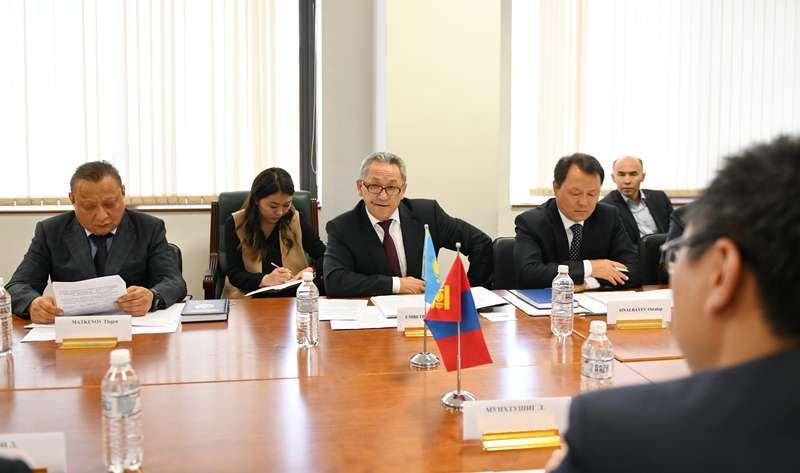 哈蒙外交部磋商会议在首都举行