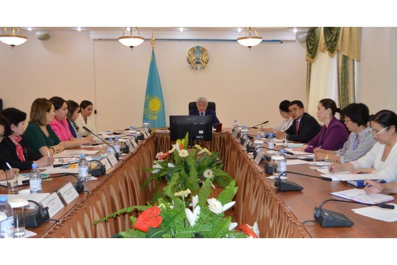 Бердибек Сапарбаев обсудил актуальные вопросы с благотворительными фондами