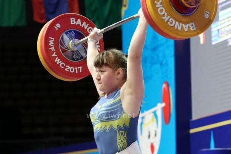 举重世青赛:哈萨克斯坦代表团收获首枚金牌