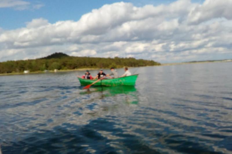 Четверо акмолинцев дрейфовали на лодке, пока их не нашли спасатели