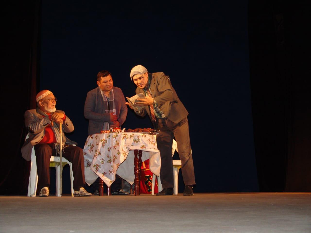 Қостанай театры Түркістанда «Мұңмен алысқан адам» драмасын сахналады