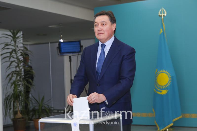 Премьер-Министр Аскар Мамин проголосовал на выборах Президента РК