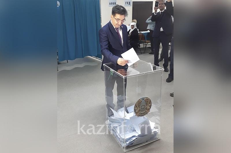 Жамбыл Ахметбеков проголосовал на выборах Президента РК