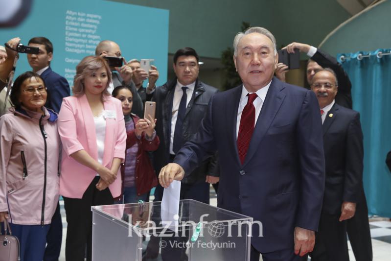 Картинки по запросу выборах в казахстане назарбаев голосовал