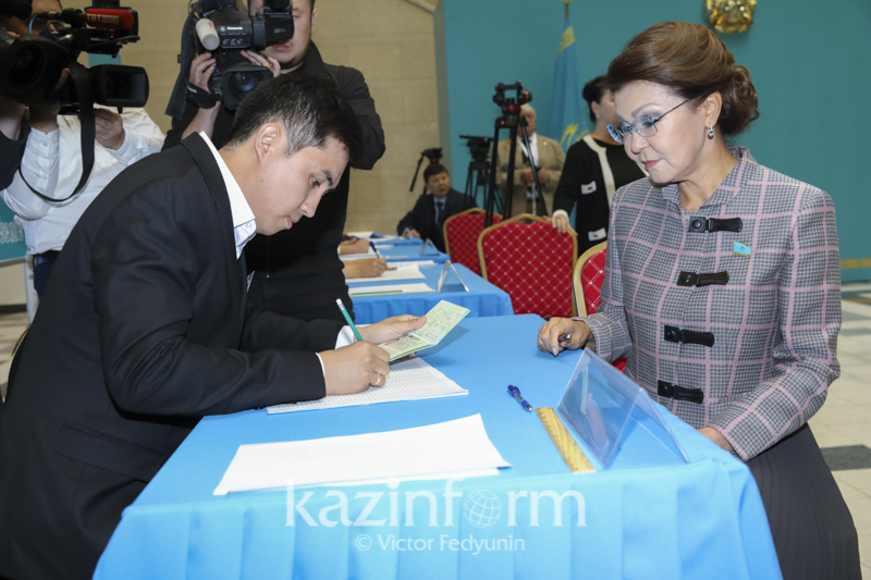 Kazakh Senate Speaker gives vote in presidential election