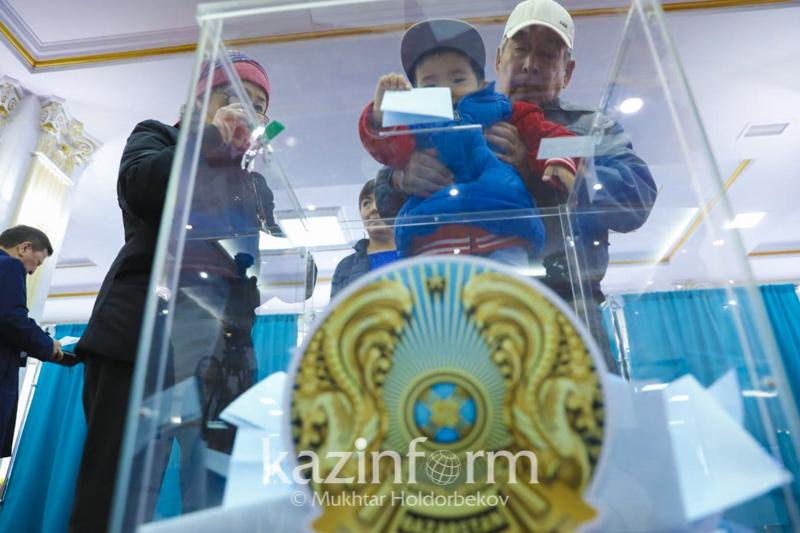 哈萨克斯坦总统大选 国内所有投票站点均已开放