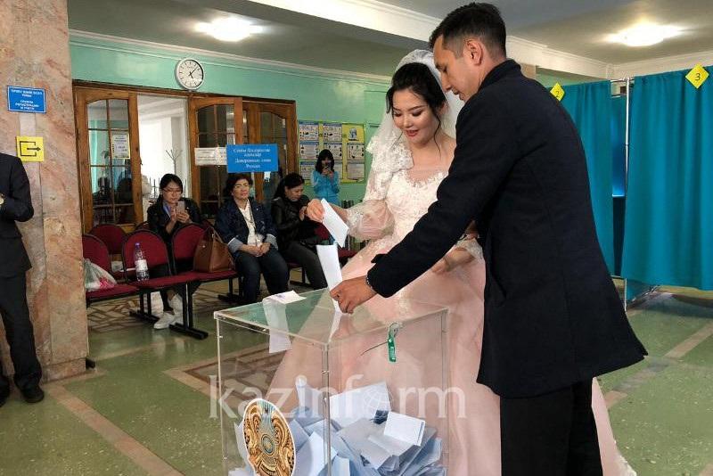 Столичная пара обручилась на избирательном участке