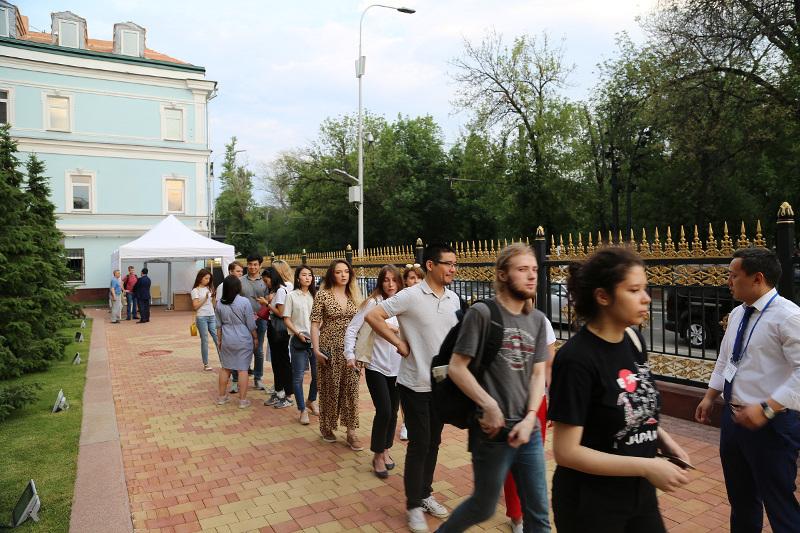 На избирательных участках в России проголосовало 3015 казахстанцев