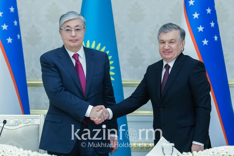 托卡耶夫总统与乌兹别克斯坦总统米尔季约耶夫通电话