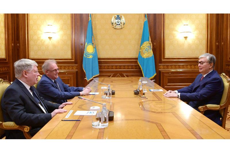 托卡耶夫会见俄罗斯驻哈大使波洛达夫金
