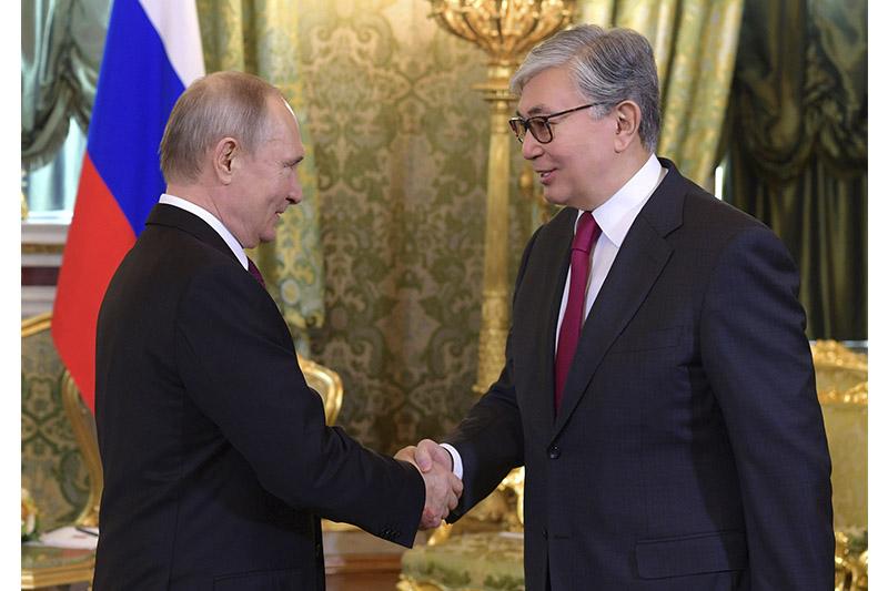 托卡耶夫同俄罗斯总统普京通电话