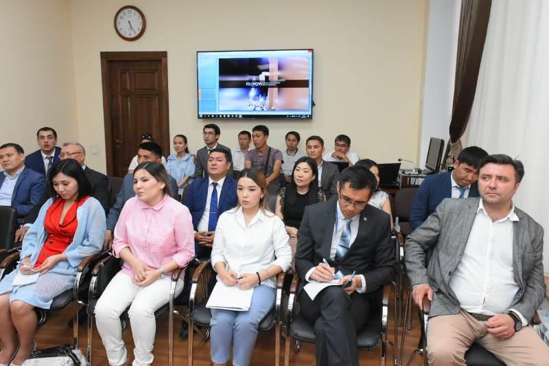 Умирзак Шукеев ознакомился с проектами молодых госслужащих