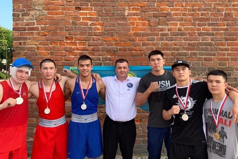 Казахстанские боксеры завоевали 5 медалей на турнире в Польше