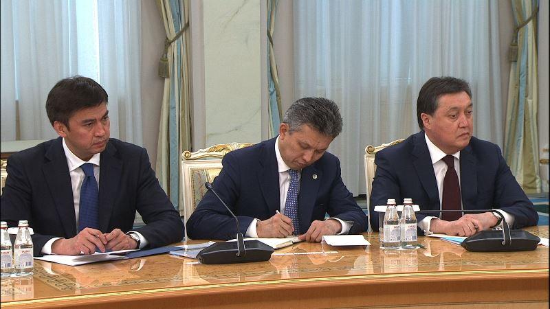 托卡耶夫总统接见直辖市市长和各州州长