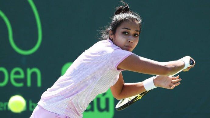 Kazakh Zarina Diyas advances at ITF Manchester Trophy