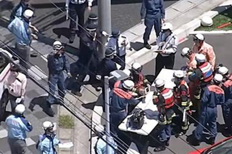 日本69岁老妇开车撞向一群儿童 致2人伤