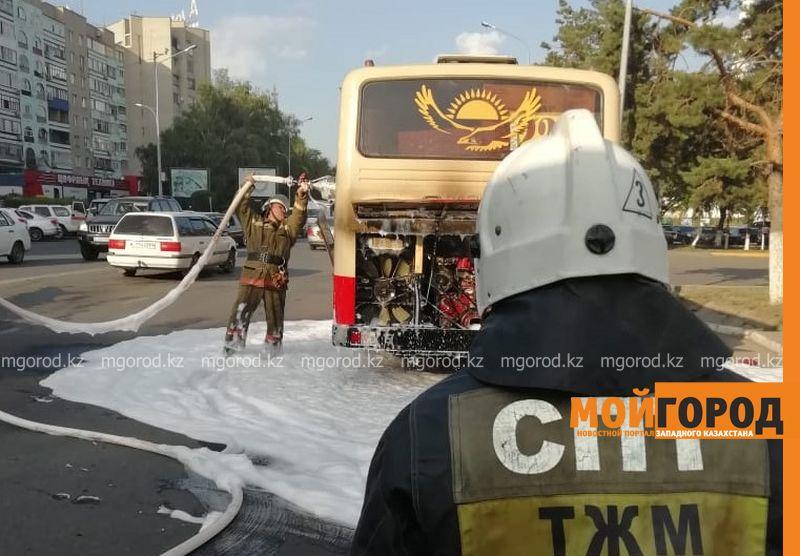 Оралда жүріп бара жатқан автобустан өрт шықты