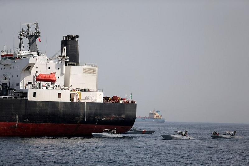 Оман бұғазында екі мұнай танкері шабуылға ұшырады