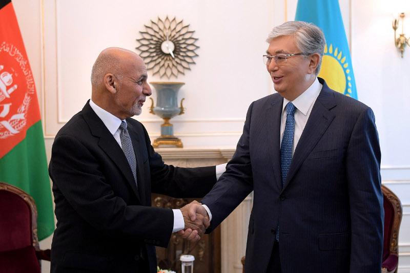 Глава государства провел встречу с Президентом Афганистана в рамках саммита ШОС
