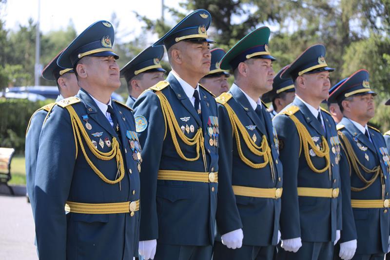 Торжественный выпуск офицеров Национального университета обороны состоялся в столице