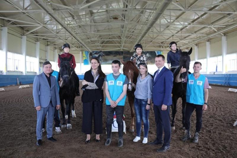 Особенные спортсмены из ВКО готовятся к соревнованию по конному спорту в Италии