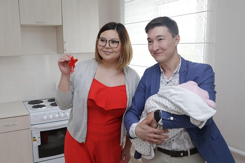 Больше 30 медработников получили ключи от квартир в Карагандинской области
