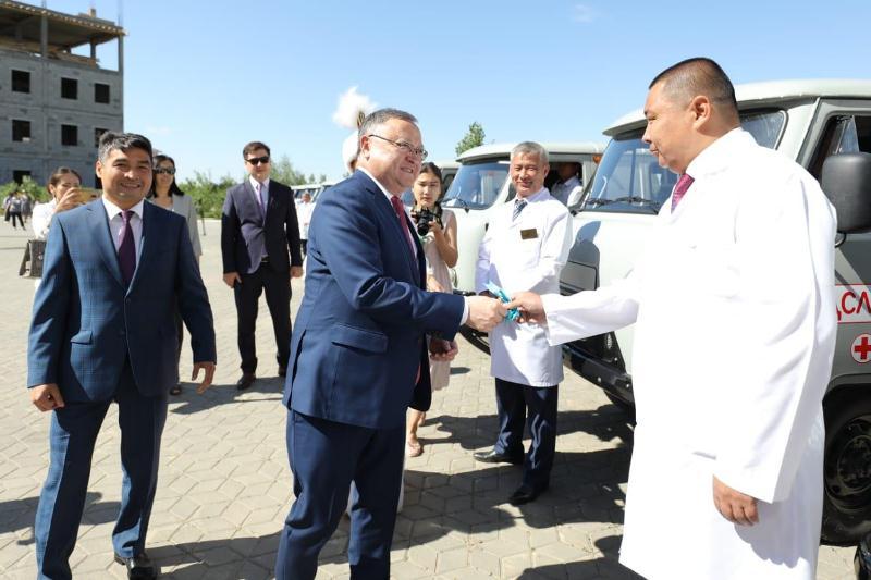 Медицинским учреждениям Актюбинской области подарили новые автомобили
