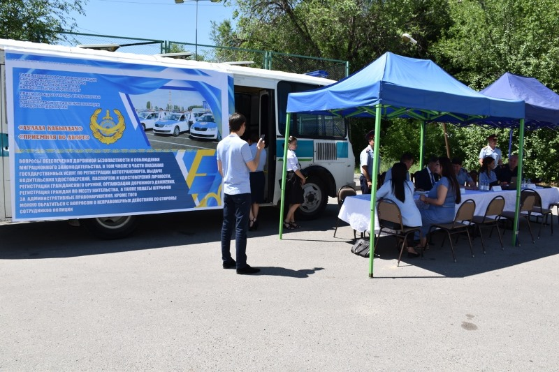 Прием на дорогах и во дворах домов организовала полиция Алматинской области