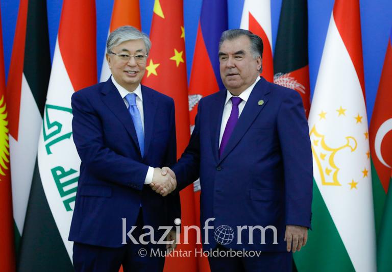 托卡耶夫总统会见塔吉克斯坦总统拉赫蒙