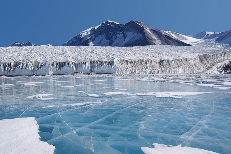Эмомали Рахмон выразил обеспокоенность быстрым таянием ледников в ЦА