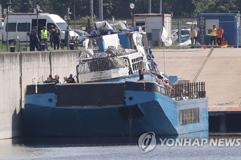 S. Korea, Hungary officials discuss search plans for 3 missing in boat sinking