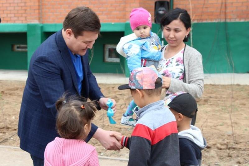 Десять многодетных семей по проекту Nurly Ertis получили ключи от новых квартир в Экибастузе