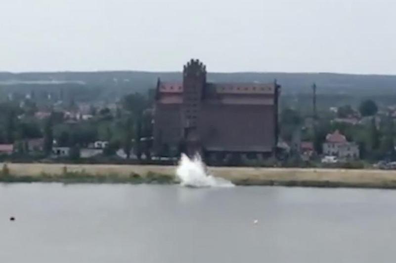 Польшадағы авиашоуда ұшақтың өзенге құлаған сәтінің видеосы жарияланды