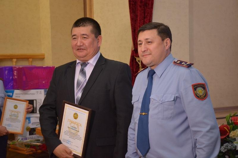 Сотрудников госпиталя поздравил главный полицейский СКО