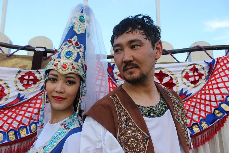 Спектакль «Кыз-Жибек» поставили в древнем караван-сарае Торткуль в Таразе